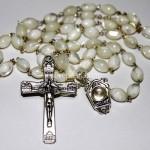 449_1117_motherofpearl_shells_rosary_r7h65c